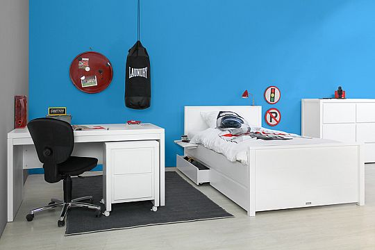 bobby-kidsroom-writing-desk-mm.jpg
